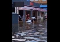 Анапчане плавают по улицам города на лодках