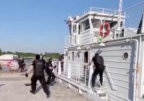 В трюме судна, предназначенного для катания отдыхающих, много месяцев работала целая подпольная лаборатория по производству различных наркотиков
