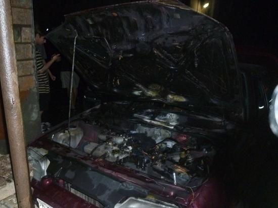 В Курске на улице Гоголя сгорела легковушка ВАЗ-2115