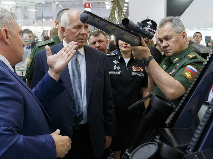 Сергей Шойгу: «Лично прошел трассу танкового биатлона»