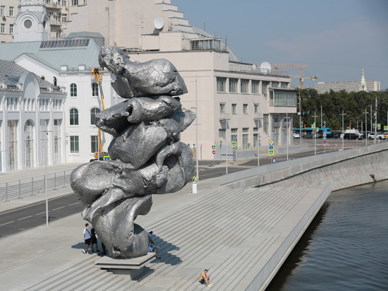 Куча дерьма или куча искусства: спор вокруг памятника на Болотной