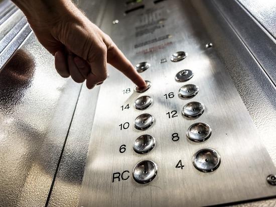 В Кирове  в одном из подъездов дома почти упал лифт