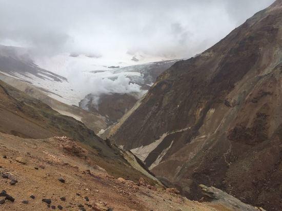 Мутновский вулкан на Камчатке несет опасность для туристов