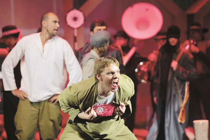 В театре Сергея Безрукова родились 9 детей