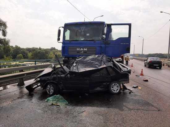 Под Курском в ДТП на мосту через реку Сейм погиб водитель ВАЗа