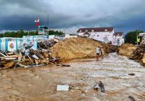 В Джемете демонтировали ларьки, мешавшие сойти воде, затопившей посёлок