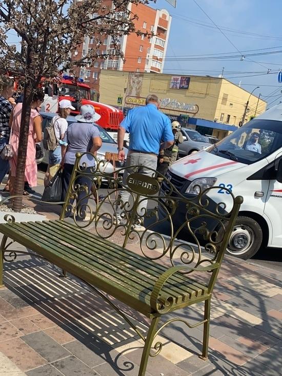 В центре Курска такси сбило женщину на переходе
