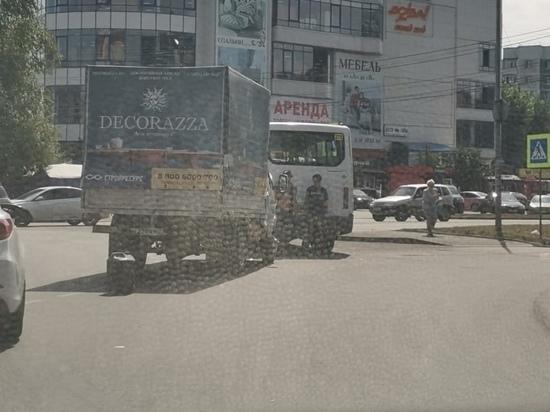 В Курске на кольце возле «Бумеранга» попала в ДТП маршрутка