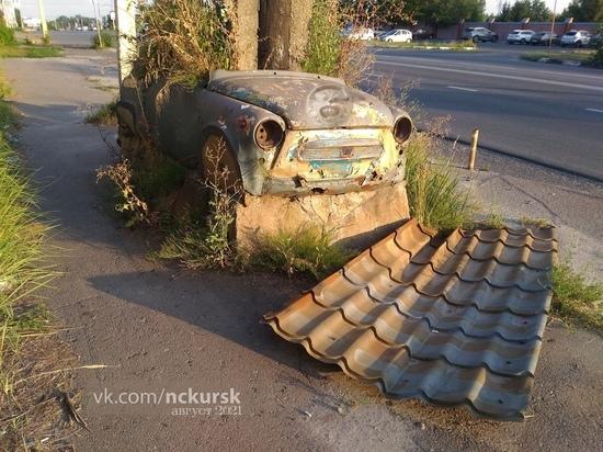 В Курске привлекут к ответственности владельцев полуразрушенных заброшек возле ГИБДД