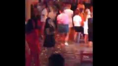 Наводнение на Кубани: люди танцуют в затопленном ночном клубе