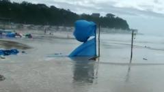 В Приморье мощный шторм затопил популярный пляж в Ливадии