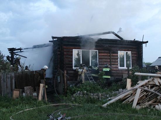В Томской области соседи вытащили 84-летнюю женщину из горящего дома