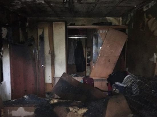 Огонь повредил многие вещи и мебель, а также испортил пластиковое окно