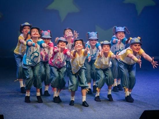 Семилетних сахалинок позвали в танцевальный ансамбль