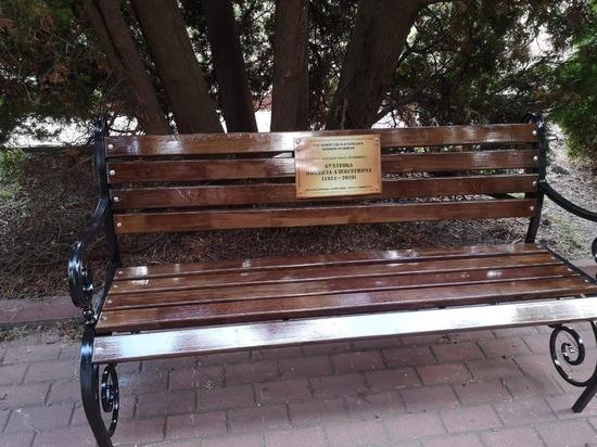 В Курске появились уникальные скамейки героев