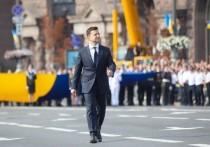 Праздничный день 30-летия независимости  Украины начался со скандала: депутаты от фракции «Европейская солидарность» Петра Порошенко сообщили, что их лидер — пятый президент Украины — не получил официального приглашения на  торжественный парад