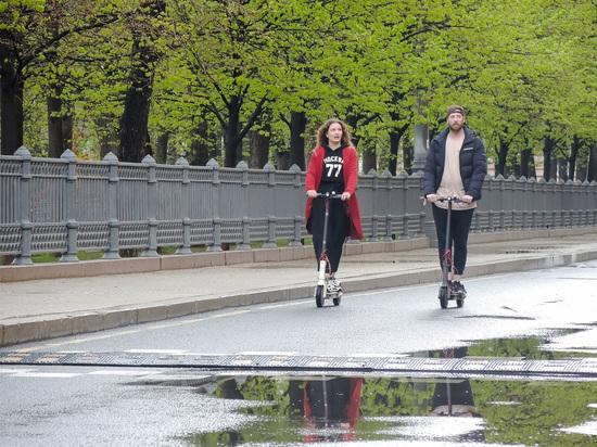 В Москве установили тревожные таблички для велосипедов и электросамокатов
