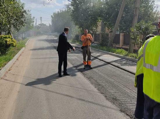 На улицах Курска начали переделывать некачественно уложенный асфальт