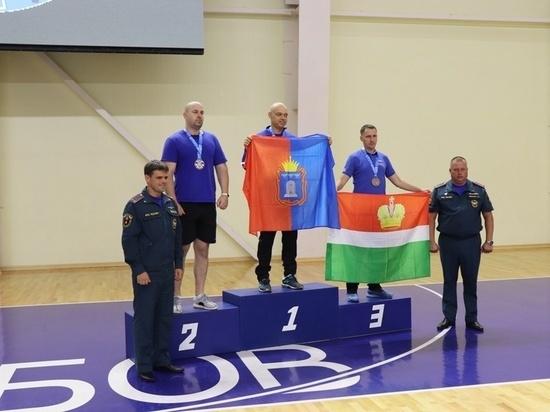 Курский огнеборец стал серебряным призером ЦФО по настольному теннису