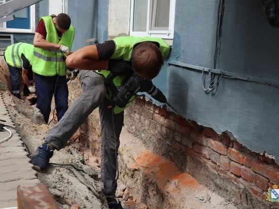 В курском областном Доме Советом идут ремонтно-реставрационные работы