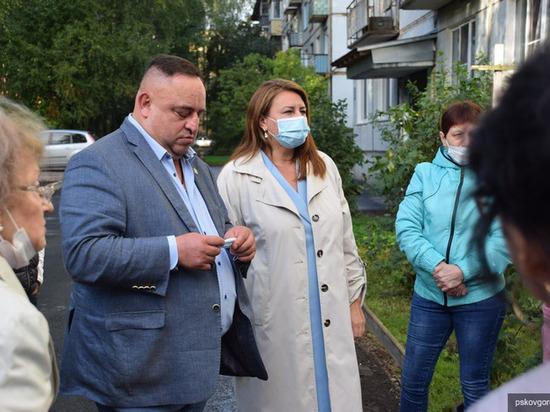 Псковичи из микрорайона Кресты пожаловались на изношенность канализационной станции