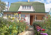 Из-за коронавируса и закрытых границ многие заядлые горожане бросились покупать загородную недвижимость