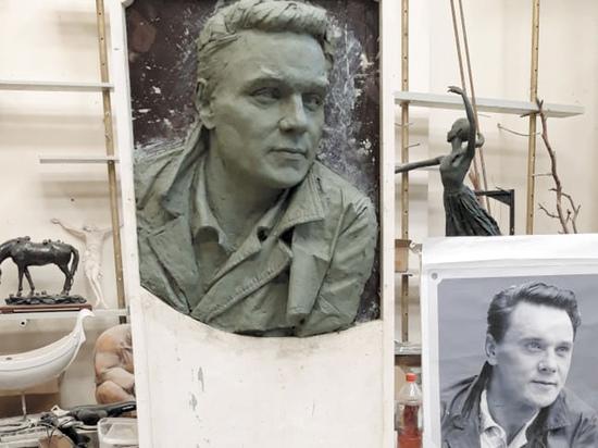 Установка памятной доски Георгию Юматову вылилась в абсурдную эпопею