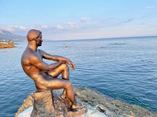 "Долгожданное возвращение: скульптура ""Алеши"" заняла на свое прежнее место"