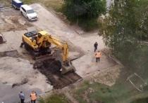 Коммунальщики устраняют порыв во дворе Ноябрьска