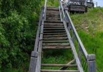 Аварийную лестницу к «Обдорскому острогу» меняют на ее точную копию в Салехарде