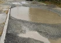 Разворотили дорогу и успокоились: на состояние придомовой территории жалуются жители Салехарда
