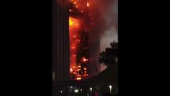 В китайском Даляне загорелась высотка с жителями: кадры с места