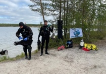 Водолазы вместе с депутатом Госдумы очистили от мусора дно озера в Ноябрьске