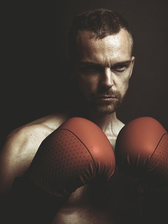 400 боксеров начали сражения на кемеровском ринге за полмиллиона рублей