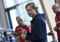 Сборная России по футболу провела первую открытую тренировку при Валерии Карпине. Главный тренер ответил на вопросы журналистов.