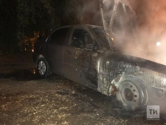 В Татарстане за ночь сгорели две машины