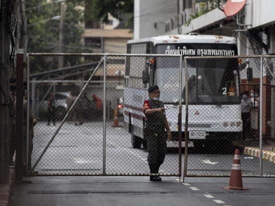 Полицейские устроили рейд в тайском ковид-госпитале из-за оргий