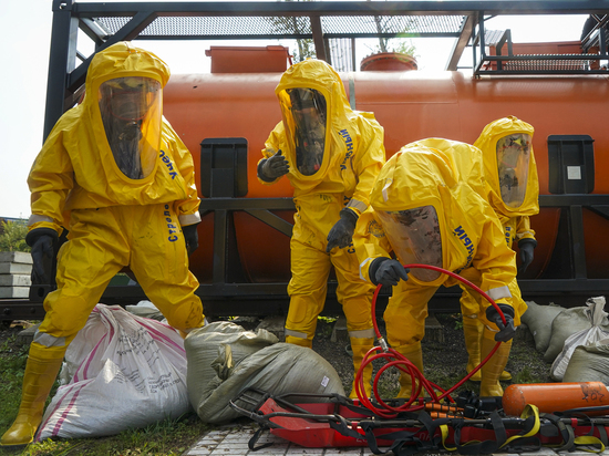 Пожарные и спасатели провели тренировку на уникальном полигоне