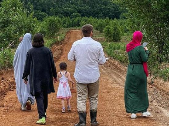 Жители подмосковной Аминовки начали навязывать исламский дресс-код жителям соседних деревень