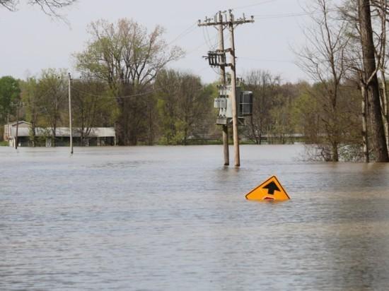"""Ураган """"Ида"""" в США обратил вспять реку Миссисипи"""