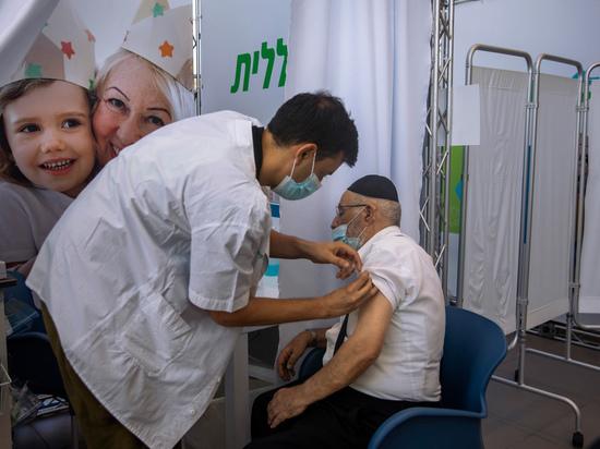 Дважды вакцинированным израильтянам прописали третью прививку: ВОЗ против