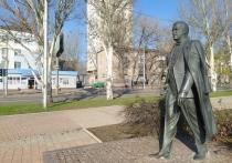 Памятнику Иосифа Кобзона в Донецке исполнилось 18 лет