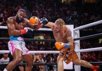 Блогер Джейк Пол в главном событии боксерского вечера в американском Кливленде победил бывшего чемпиона UFC в полусреднем весе Тайрона Вудли. Спортсмены согласились провести реванш, но для этого Вудли должен сделать тату со словами «Я люблю Джейка».