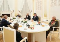 Глава МИД РФ Лавров и губернатор Бочаров провели встречу с ветеранами
