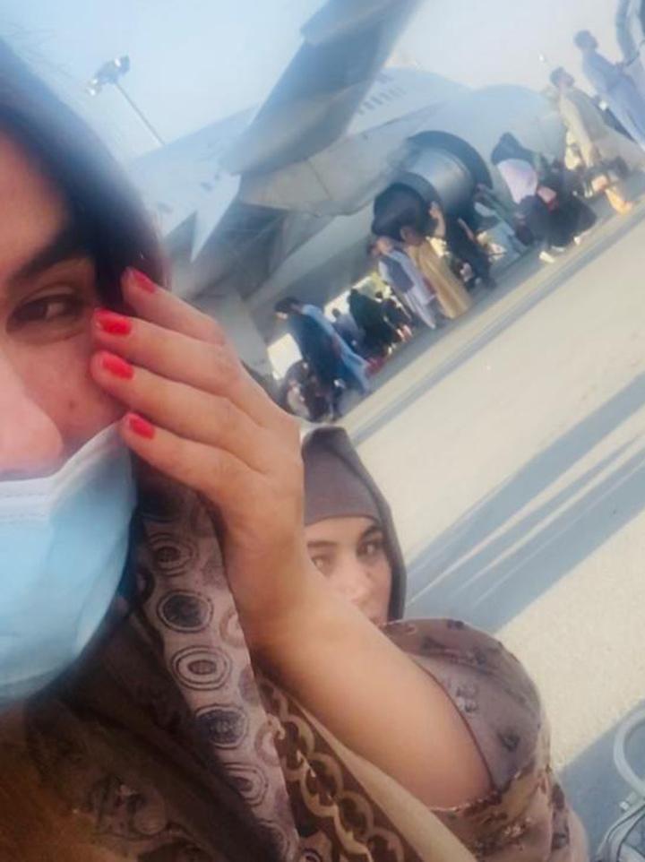 «Талибы били камнями, американцы стреляли»: женщина-полицейский из Афганистана выжила чудом