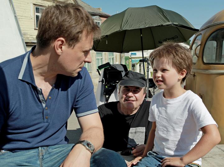Накануне 70-летия Алексей Учитель рассказал о маленьких дочках и сыне, работающих в кино