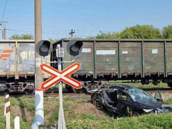 В Курской области под товарный поезд попал автомобиль «Форд»
