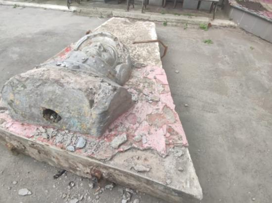 Памятник Гагарину стал причиной уголовного дела на Сахалине