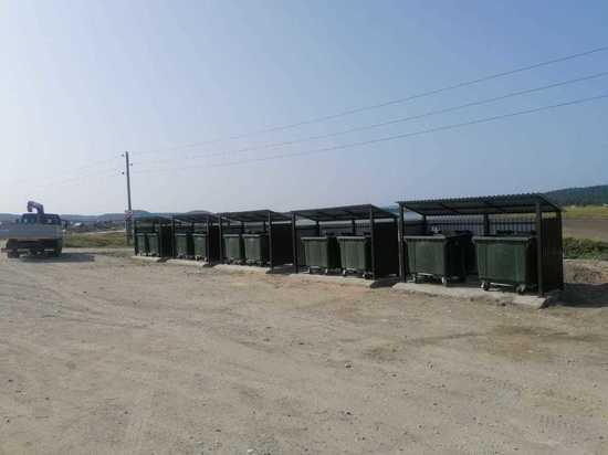 Дополнительные евроконтейнеры установили в селе Охотском