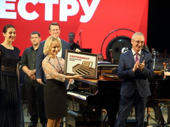 Электронный мобильный орган подарил филармонии губернатор Томской обалсти